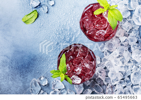 red coctail with ice and mint 65495663