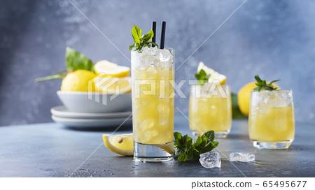 Fresh summer cocktail with lemons 65495677