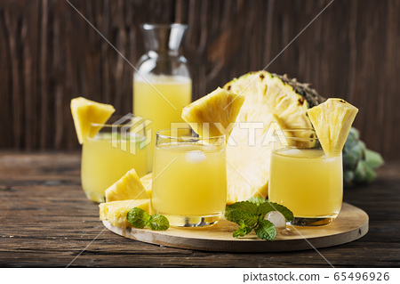 Fresh summer pineapple juice 65496926