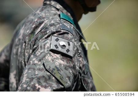 대한민국 육군 군복에 부착된 태극기 65508594