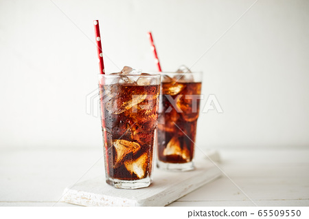 Close up glass of refreshing cola. 65509550