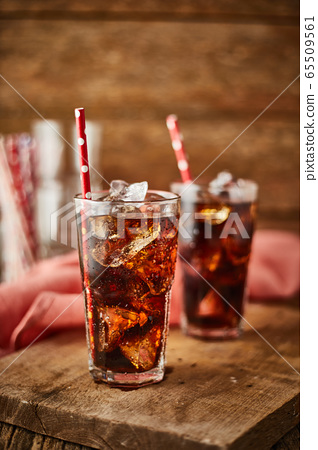 Close up glass of refreshing cola. 65509561