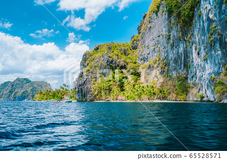 Tropical paradise island with huge impressive mountains rocks, Philippines, Southeast Asia 65528571