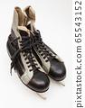 old black skates on white background 65543152