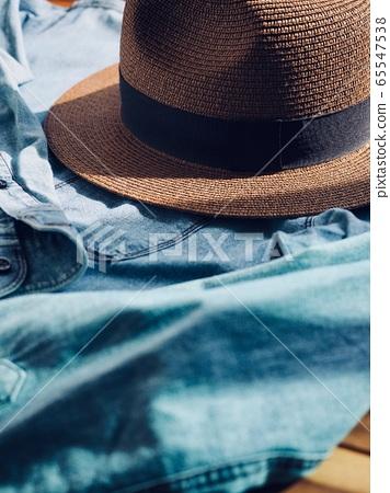 Fedora和藍色襯衫,春夏服裝,帽子 65547538