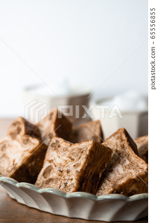 Brown sugar walnut bread Danish pastry bread 65556855