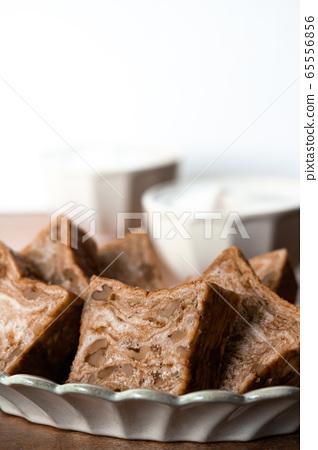 Brown sugar walnut bread Danish pastry bread 65556856