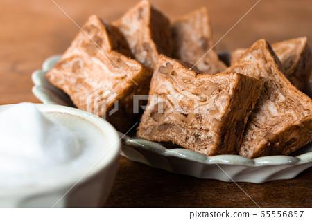 Brown sugar walnut bread Danish pastry bread 65556857