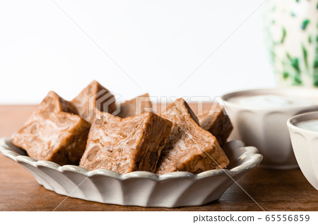 Brown sugar walnut bread Danish pastry bread 65556859