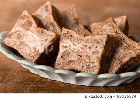Brown sugar walnut bread Danish pastry bread 65556874