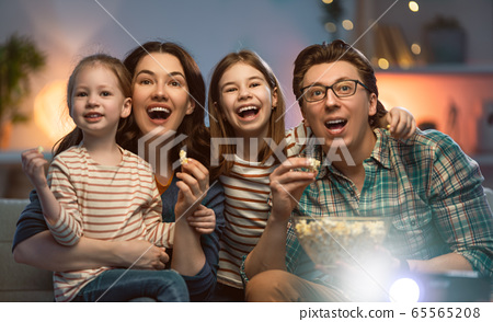 Mother, father and daughters spending time 65565208