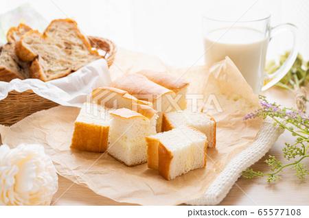 牛奶麵包 65577108