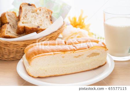 牛奶麵包 65577115