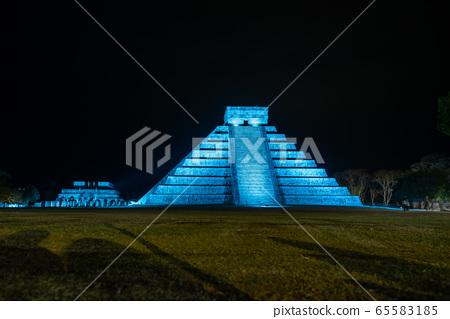 멕시코 치첸이 트사 유적 라이트 업 밤의 쇼 65583185