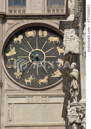 Bell Tower and Astronomical Clock in Messina 65598601