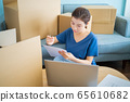 woman, moving house, new life 65610682