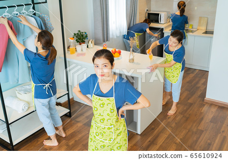 Housewife, housework 65610924