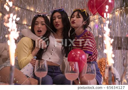 파티, 여자, 풍선 65634127