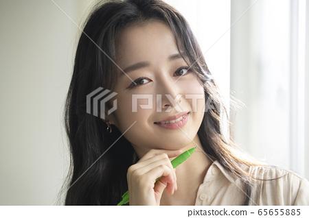 여자,자택근무,독서 65655885