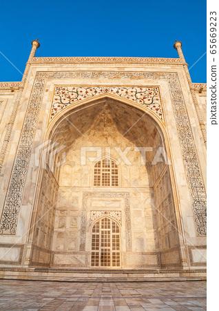 Taj Mahal geometric pattern background 65669223