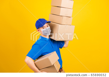 delivery worker man wearing face mask protective 65690032
