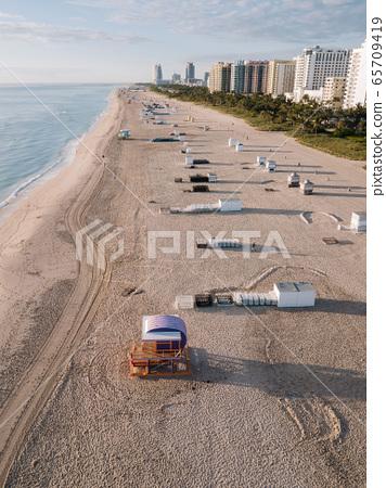 Sandy beach with sun loungers, Miami Beach, Florida, USA 65709419