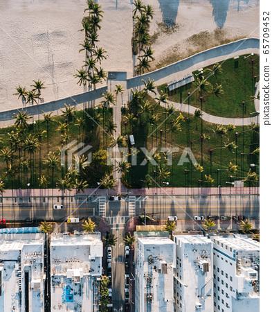 Aerial view of Miami Beach, Florida, USA 65709452