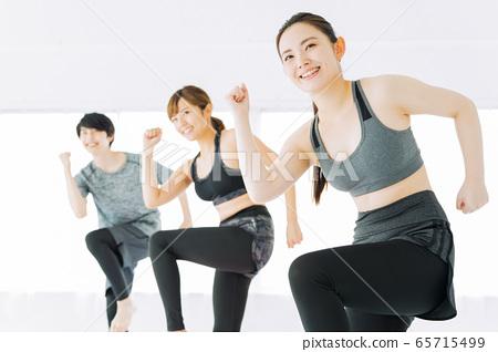 피트니스 에어로빅 춤 체육관 여성 운동 65715499