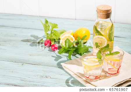 Detox water with lemon, mint and radish-infused water 65761907