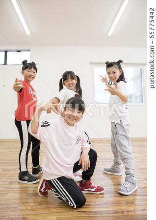 孩子們跳舞教室形象 65775442
