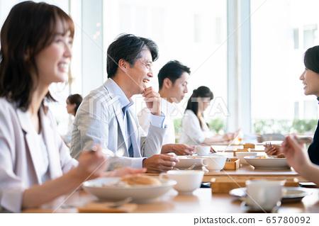 餐廳用餐午餐咖啡廳外出用餐 65780092