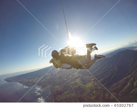 Skydiving in Hawaii 65802767