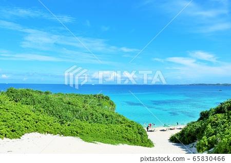 沖繩宮古島藍天沙山海灘 65830466
