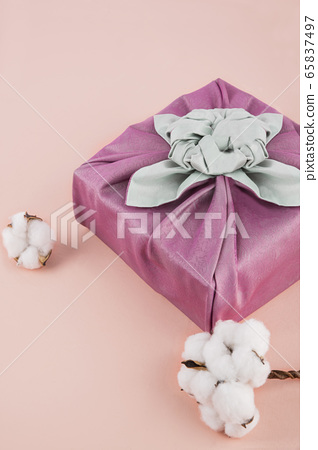 the Korean traditional wrapping cloth, refreshments and greeting card 042 65837497
