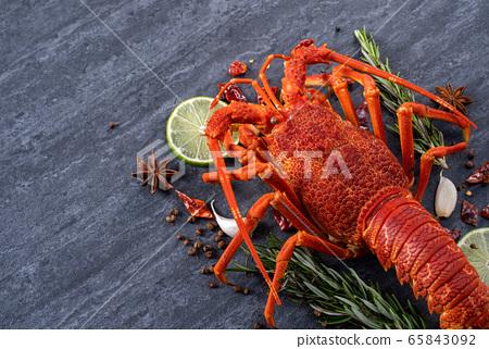 蜻蜓餐廳藪勮拼板煮龍蝦 65843092