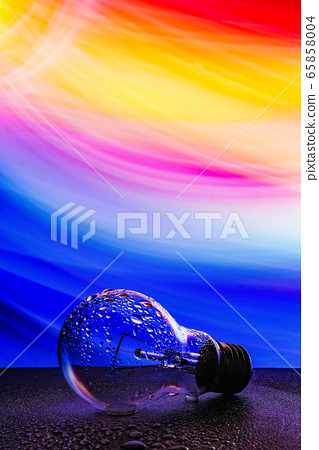 [Photo] Light bulb wet with water 65858004