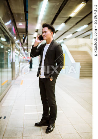 businessman talking on smart phone and  waiting at 65864331