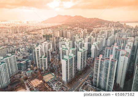 Cityscape of Seoul, Korea. modern architecture on sunny day. 008 65867582