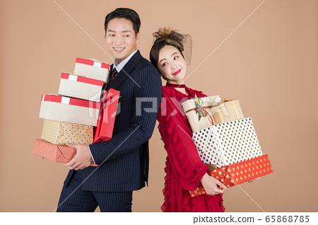 Portrait of female and male in retro fashion and vintage concept 461 65868785