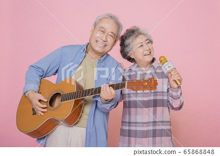 Happy senior life concept. Healthy activities in daily life of senior couple 337 65868848
