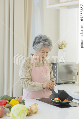 Happy senior life concept. Healthy activities in daily life of senior couple 214 65868857