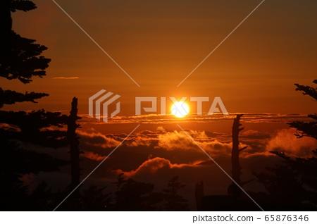 국도 292 호선 渋峠 새벽 일출과 운해의 광경 65876346
