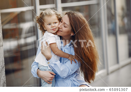 Mother with daughter playing in a summer city 65891307