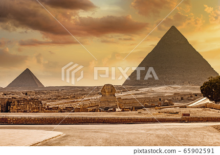 Great Sphinx of Giza and pyramid, Cairo Egypt 65902591