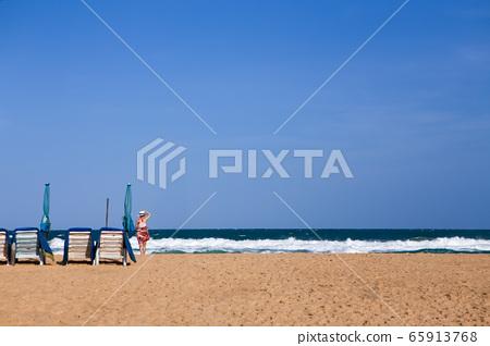 태국 푸켓 리조트 해변가와 파라솔 65913768