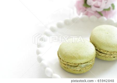 Pistachio macaroons 65942848