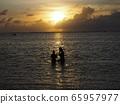 괌 부부와 선셋 65957977