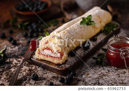 Sweet creamy roulade 65962733