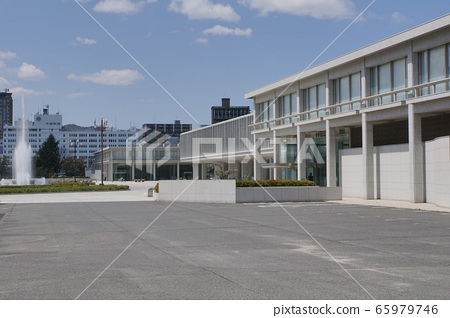 Hiroshima Peace Memorial Museum and fountain 65979746