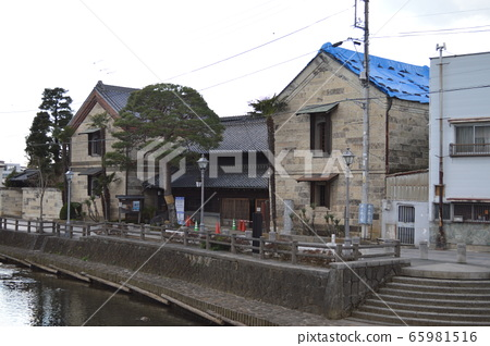 Town of Tochigi warehouse, Tomaba river and cityscape 65981516